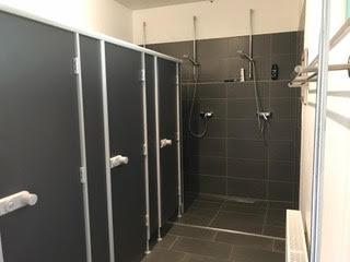 gepflegte und saubere Duschen